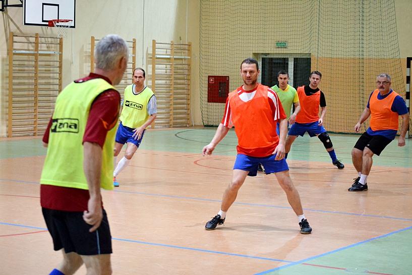 """Halowy Turniej Piłki Nożnej """"Old-boy"""" - foto: Arkadiusz Wszędybył"""