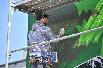 Wideo: Kolejny mural powstaje przy P.O.W. Czy...