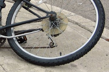 Kuny: Potr�ci� 23-letniego rowerzyst�