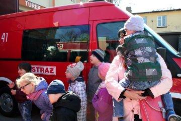 Dzieci z SOSW odwiedzi�y stra�ak�w z OSP Turek