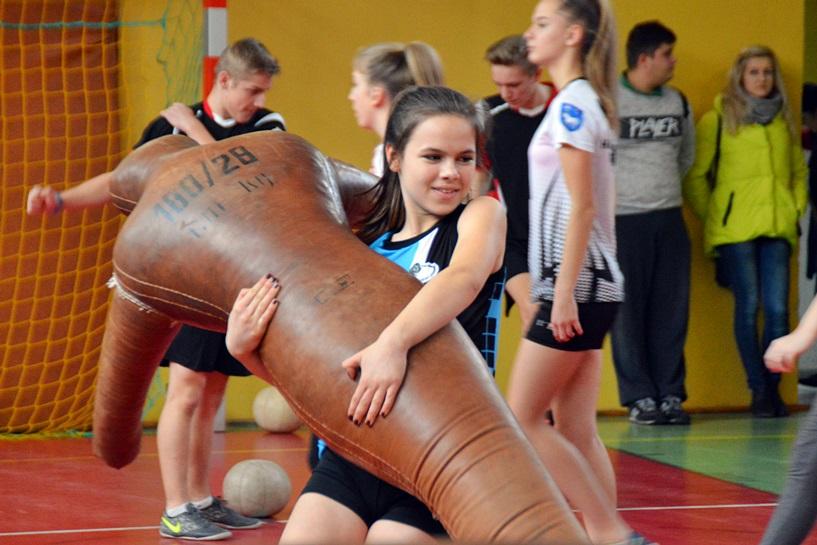 W ZSR walczyli o Puchar Komendanta KPP. Taszczyli manekina, biegali, skakali - foto: Arkadiusz Wszędybył