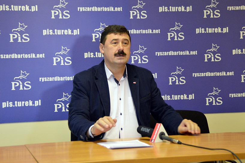 Poseł PiS krytykuje parlamentarne chuligaństwo opozycji.