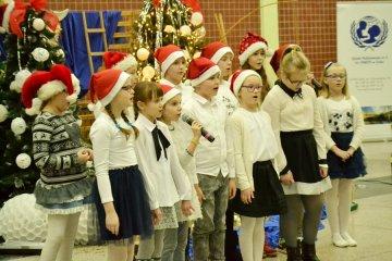 Koncert Kolęd w SP5 rozbudził bożonarodzeniowy...