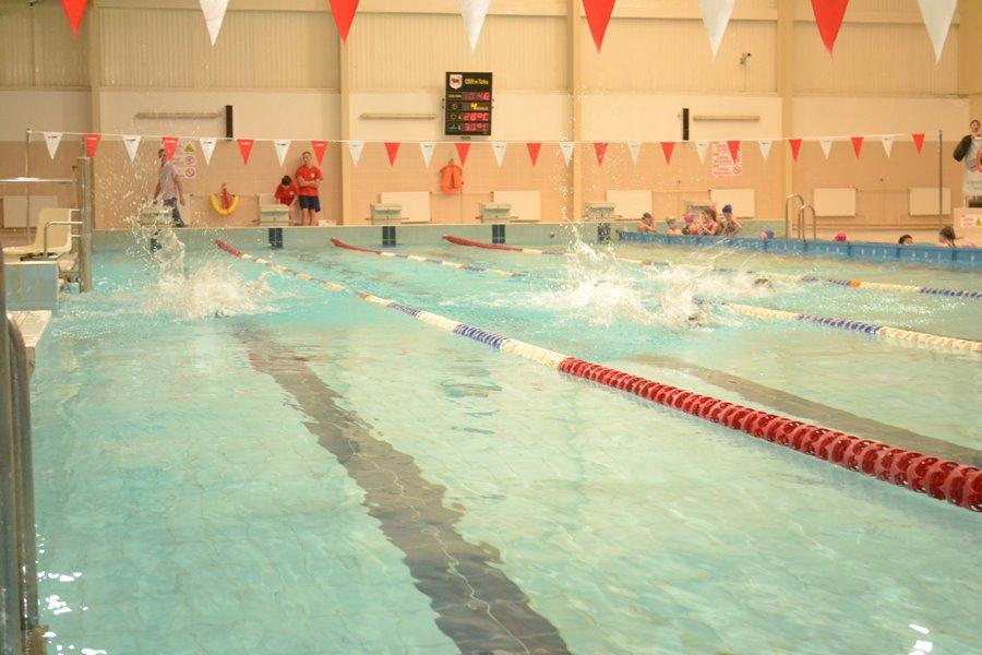Ostatni piątek miesiąca bezpłatnym dniem korzystania z basenu przez osoby niepełnosprawne - Foto: G. Oblizajek