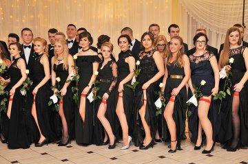 Uczniowie ZST polonezem rozpoczęli sezon...