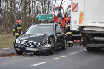Olszówka: Zderzenie mercedesa i ciężarówki....