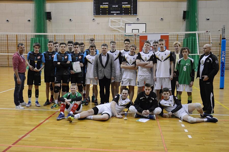 Chłopcy z Gimnazjum nr 2 Mistrzami Rejonu Konińskiego w Piłce Siatkowej