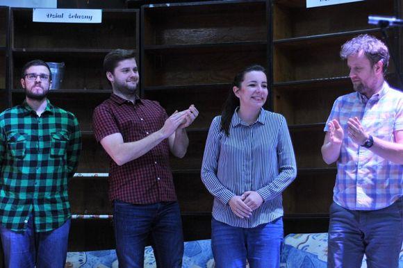 Wideo: Improbrać na scenie w Przystani