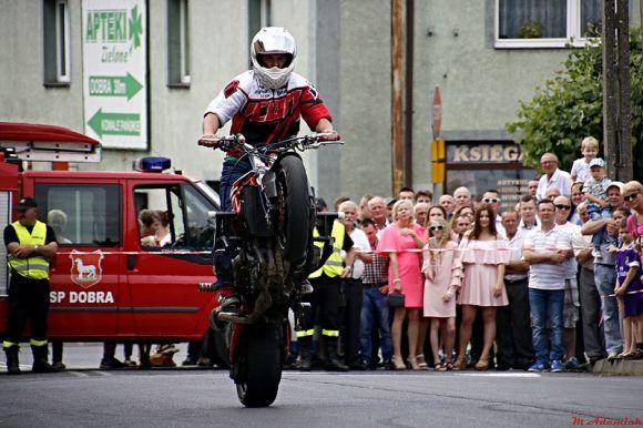 Wideo: Pokaz jazdy ekstremalnej na motocyklach...