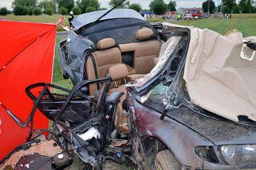Wideo: Zginęli jadąc BMW. Auto wypadło z drogi...