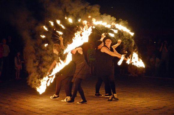 Turek: Tańczyli wśród pochodni i iskier....