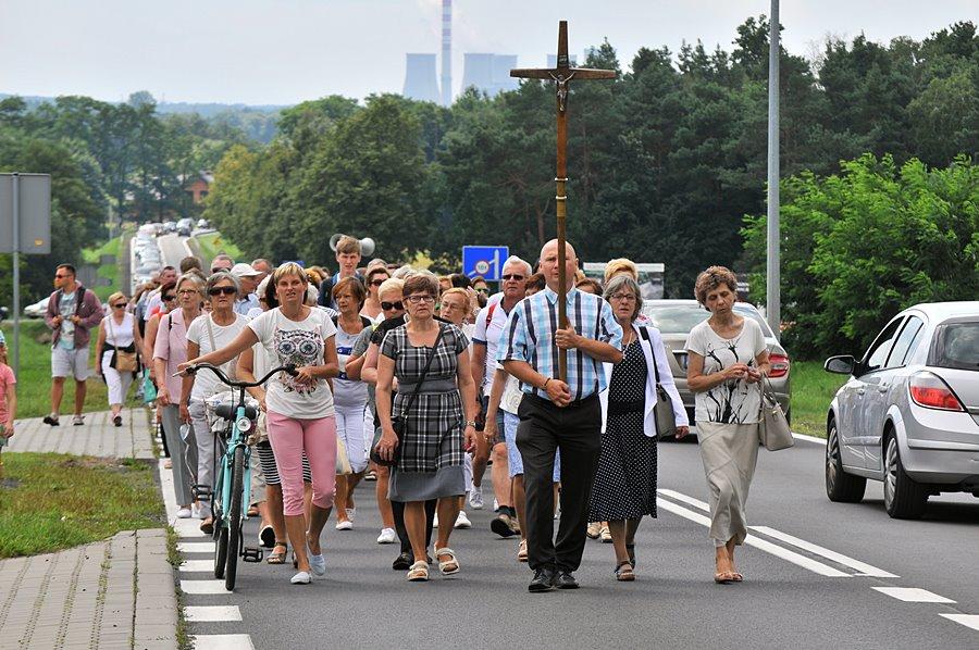 Tłumy wiernych na galewskim Wzgórzu Przemienienia - foto: M. Derucki