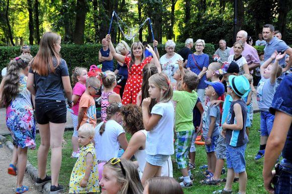 Turek: Cyrkowe Party na wakacyjnym pikniku w parku
