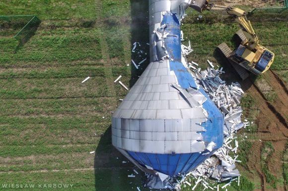 Brudzew: Wieża ciśnień w Dąbrowie przewrócona i...
