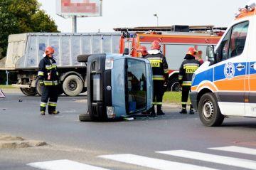 Wideo: Przewrócona Panda, rozbity Renault. Oto...