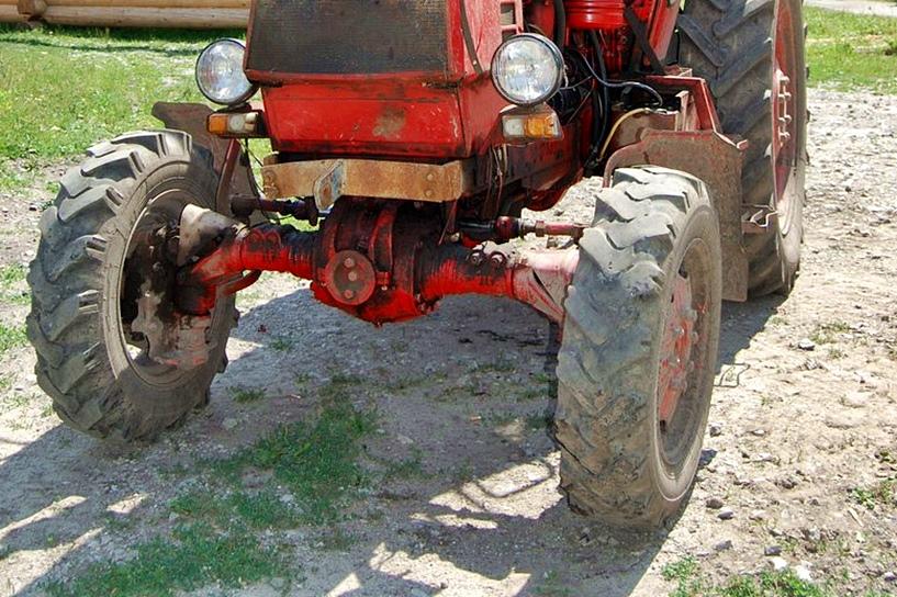 Dobra: Drogę ubrudzoną obornikiem i ziemią trzeba posprzątać! Koniec pobłażania niechlujnym rolnikom - foto: freeimages.com / Irina Naumets