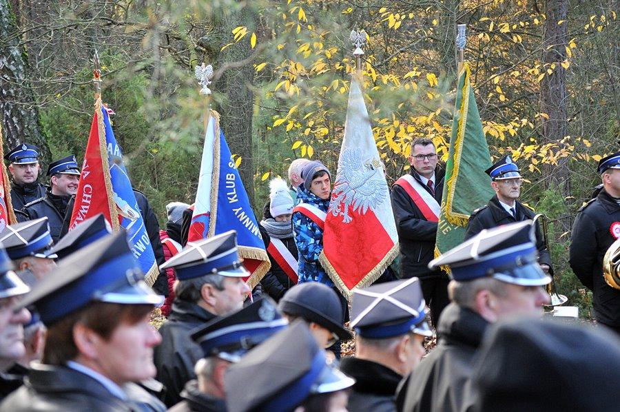 Brudzew: Świętowali Niepodległość w Sacalskim Lesie - foto: M. Derucki