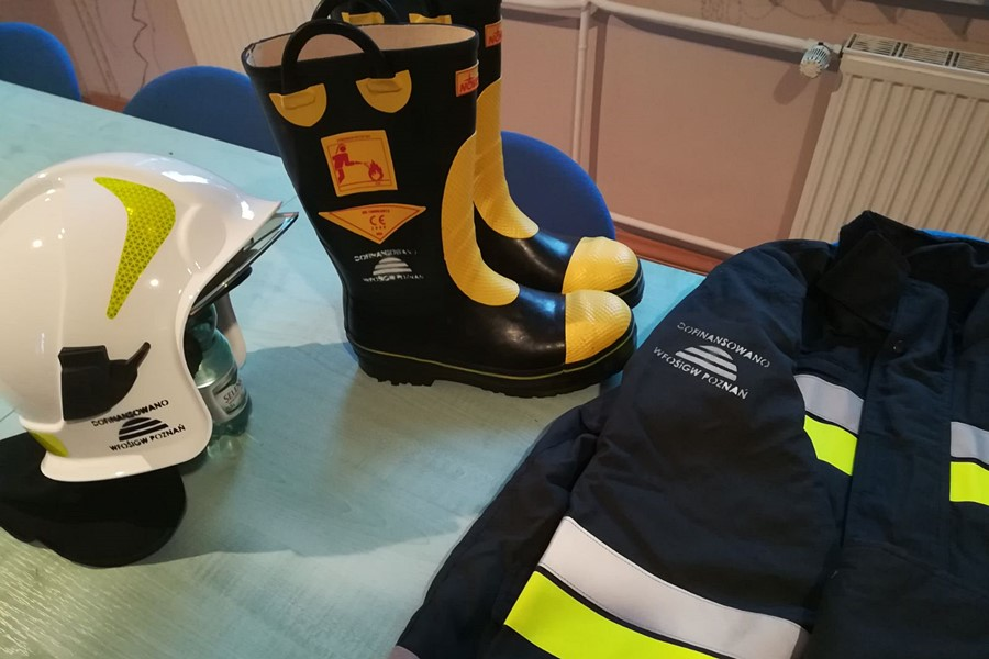 OSP Turek pozyskała nowe Nomexy, buty i hełmy