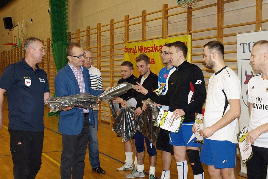 Osiedlowe drużyny zagrały w mikołajkowym turnieju - foto: H. Rogodzińska
