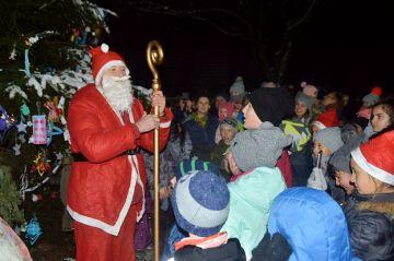 Wyszyna: Mikołaj przybył wozem strażackim na...