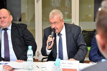 Radny Zańko wolałby, aby miasto sprzedało grunt pod wodny plac zabaw - foto: M. Derucki