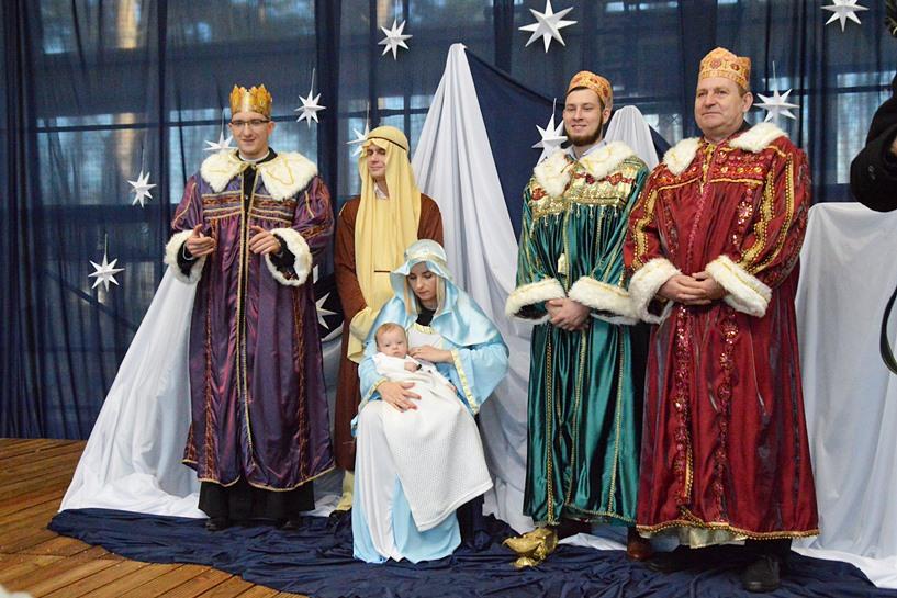 Tuliszków: Sołtysi zostali królami, ksiądz także. Świąteczny orszak znów przeszedł przez miasteczko - foto: Arkadiusz Wszędybył