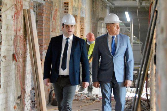 Miasto Turek: Wideo: Tworzą nowoczesny oddział ortopedii. Kolejne remonty w...