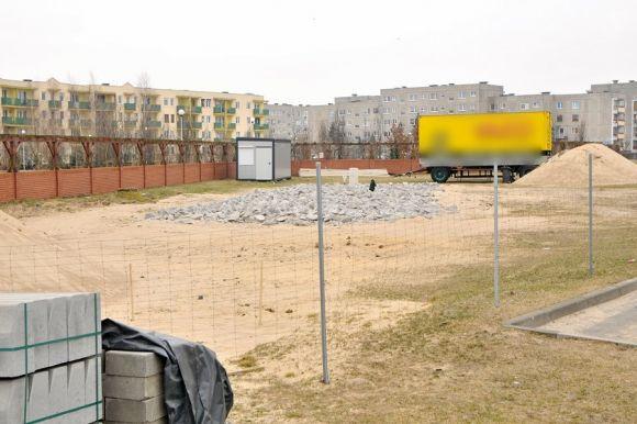 Turek: Co z myjnią przy parku Tura? Mieszkańcy...