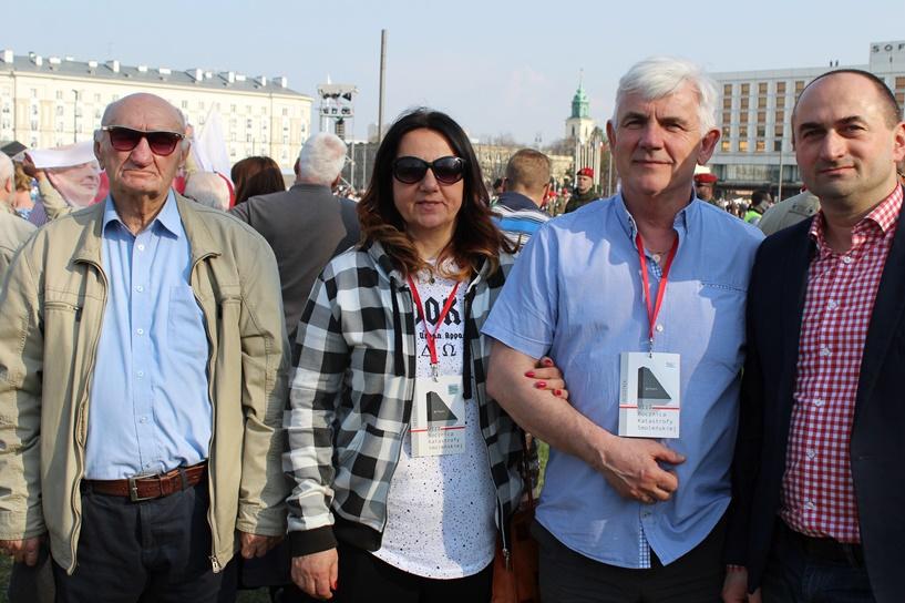 Turkowskie PiS na obchodach 8 rocznicy katastrofy smoleńskiej - foto: Dariusz Jasak, PiS Turek