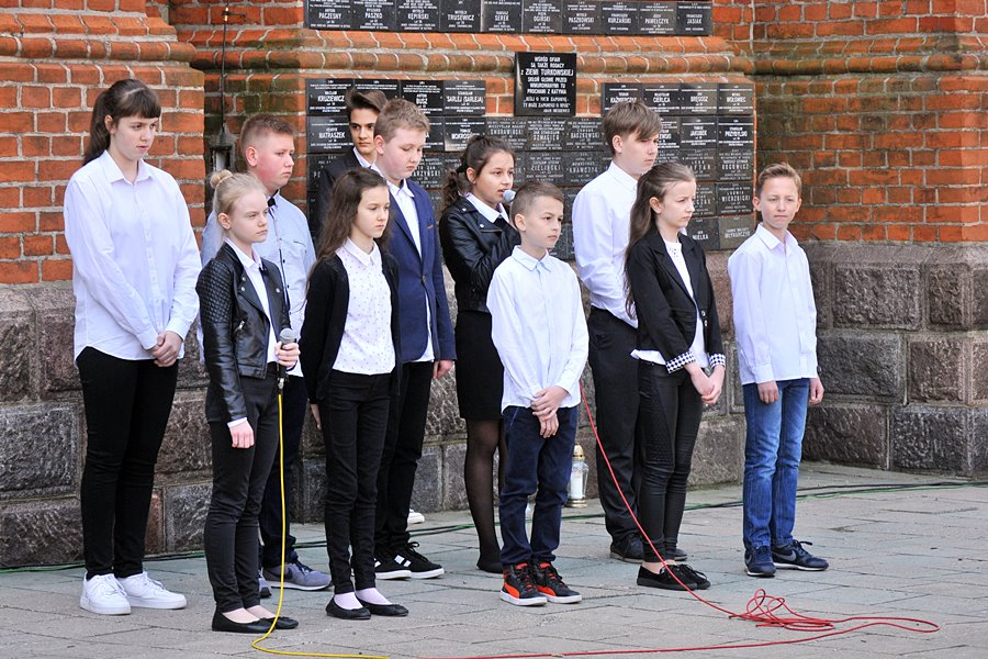 Uczcili pamięć ofiar zbrodni w Katyniu - foto: M. Derucki