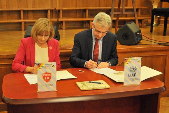 Miasto Turek: Turkowski Ogólniak podpisał współpracę z Instytutem Filologii...