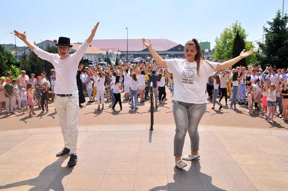 Miasto Turek: FishMob w Turku zatańczony!